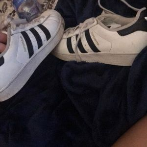BLACK AND WHITE ADIDAS SUPERSTARS